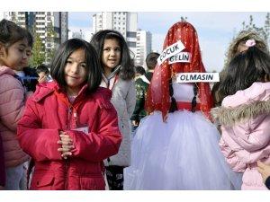 Çocuklardan 'çocuk gelin' protestosu