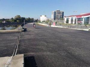 İskenderun Belediyesi'nden feyezan köprü ve çevresine asfalt