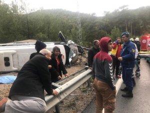 Antalya'da yolcu otobüsü devrildi! Çok sayıda yaralı var