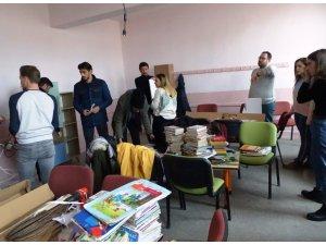 İki üniversite ilkokula kütüphane kurdu