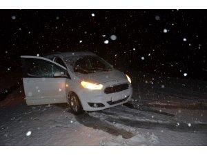 Kar ve tipi nedeniyle araçlar mahsur kaldı