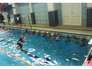 4 bin öğrenci yüzme öğrenecek