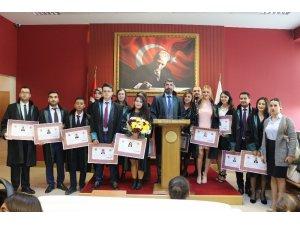 Mersin'de stajını tamamlayan 15 avukat yemin edip cübbe giydi