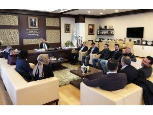 Başkan Çetin okullara çiçek gönderip Öğretmenler Günü'nü kutladı