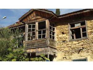 Tarihi Manavgat Evi kaderine terk edildi