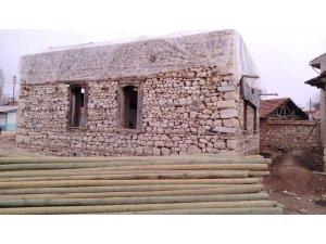 Tarihi camii restore ediliyor
