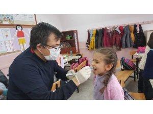 Hisarcık'ta 445 öğrencinin dişlerine flor vernik uygulaması