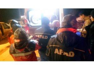 Atlarını ararken kaybolan 3 kişi donmaktan son anda kurtarıldı