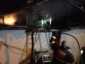 Rize'de korkutan çatı yangını