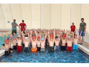 """Karaman'da """"Yüzmeyi bilmeyen kalmasın"""" projesi devam ediyor"""