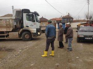 İl Özel İdaresinin köy yollarındaki kumlama çalışmaları devam ediyor