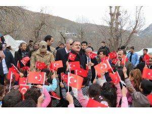 Vali Akbıyık, Türk bayraklarıyla karşılandı