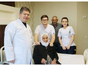 100 yaşındaki hasta ameliyatla sağlığına kavuştu
