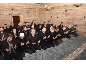 Restore edilen asırlık camide ilk namaz kılındı