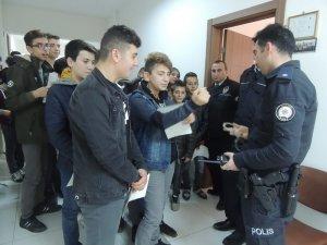 Öğrencilere polislik mesleği tanıtıldı