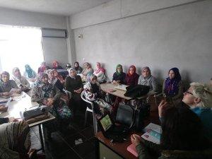 """Köylü kadınlara """"Sağlıklı Beslenme ve Diyet"""" semineri"""