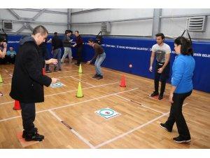 Üniversiteli abla ve abileriyle Hemsball oynadılar