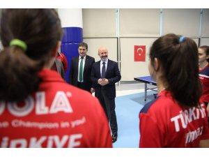 Başkan Çolakbayrakdar'dan Milli Takıma Moral Ziyareti