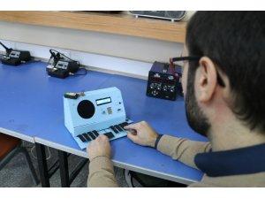 Görme engelliler için sesli daktilo üretti