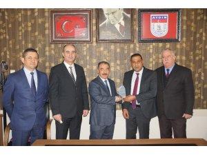 Aydın'da ayın şoförüne ödülünü Ticaret İl Müdürü Yazıcı verdi