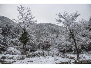 Kazdağları'nda seyri doyumsuz kar manzaraları