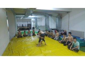 Pazarlar Halk Eğitimi Merkezi 'Güreş' kursu açtı