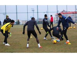 E. Yeni Malatyaspor, Bursaspor maçına İstanbul'da hazırlanıyor