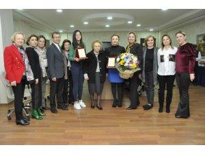 GKV'li Naz'a Uluslararası Resim Ödülü