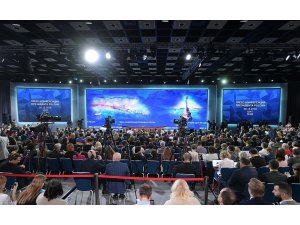 Rusya lideri Putin rekor katılımlı basın toplantısı gerçekleştiriyor