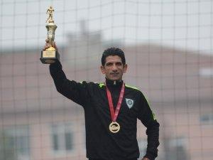 Manisalı atlet Ahmet Bayram Mersin'den de madalyayla döndü