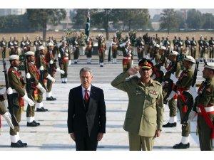 Bakan Akar Pakistan'da