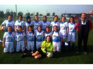 Kiraz'ın futbolcu kızları