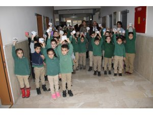 Minik yürekler kumbaralarını Yemen için açtı