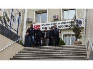İstanbul'da mahalleliyi 1,5 milyon lira dolandıran baba ve oğulları yakalandı