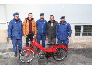 Jandarma çalıntı motosikleti sahibine teslim etti