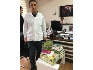 Başkan Özgüven'den öğrencilere kitap desteği