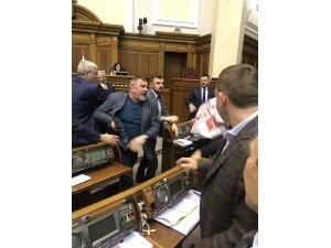 Ukrayna Parlamentosunda yumruklar konuştu