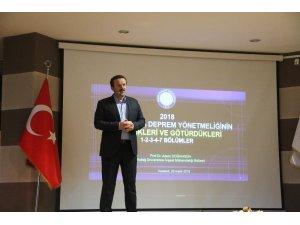 Prof. Dr. Doğangün, öğrencilere yeni deprem yönetmeliğini anlattı
