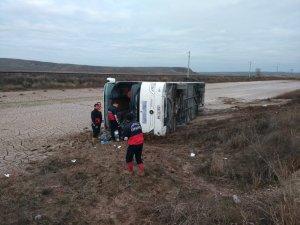Yozgat'ta yolcu otobüsü devrildi: 1 ölü, 15 yaralı