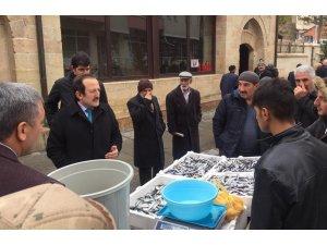 Vali Pehlivan Hoca Ahmet Yesevi Caddesi esnafını ziyaret etti