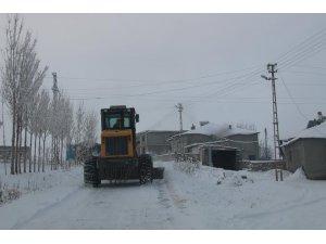 Özalp Belediyesinden karla mücadele çalışması