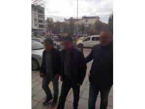 Kuşadası'nda 13 kaçak göçmen yakalandı, 2 insan taciri tutuklandı