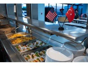 Amerika'da yaşayan Türklerden evsizlere yardım yemeği