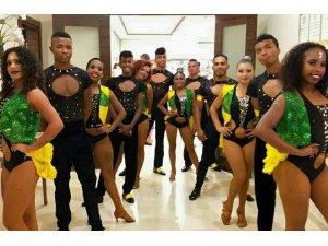 Paraları olmadığı için ülkelerine gidemeyen Kolombiyalı dansçılar Atatürk Havalimanı'nda mahsur kaldı