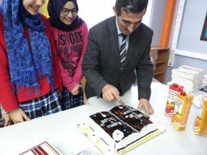 Yazar Yılmaz Erdoğan, 'Benim İçin Ne Dilersen' kitabının ilham kaynağı Kızılcahamamlı öğrencilerle buluştu