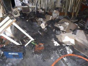 İşyeri yangınında dumandan zehirlenen 1 kişi öldü