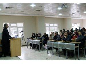 SAÜ'de 'Psikotarih yöntemi ve tarihi kahramanlara farklı bir bakış' konferan düzenledi