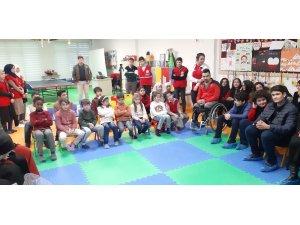 Paralimpik milli sporcular mülteci çocuklarla bir araya geldi