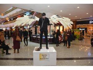 Kırıkkale'de 'canlı heykel' gösterisi izleyicileri şaşırttı