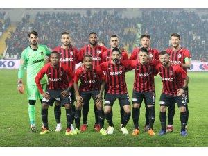 Gazişehir Gaziantep, Karabükspor'a karşı ilk galibiyetini almak istiyor